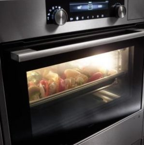 Cuocere nel forno combinato a vapore